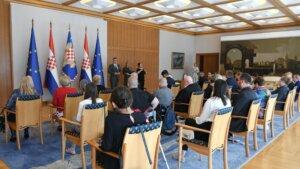 Predsjednik Milanović razgovarao s izaslanstvom Zajednice saveza osoba s invaliditetom Hrvatske1
