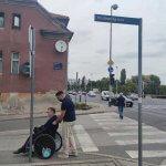 Identificiranje izazova u kretanju po kvartu iz perspektive odrasle osobe s invaliditetom